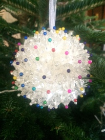 These look really different and quirky on the tree but they are mega heavy so I had to place them back quite far on the branch!
